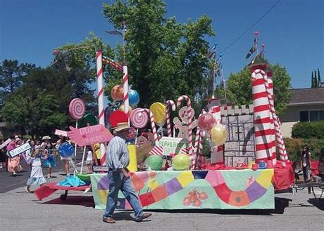 These are inexpensive parade float ideas to decorate your own float. Unique Ideas For Christmas Parade Floats - Easy Christmas ...