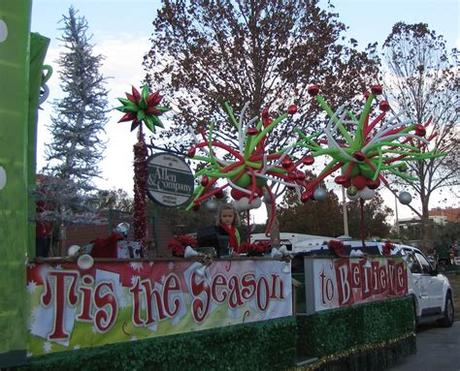 These are inexpensive parade float ideas to decorate your own float. Party People Event Decorating Company: Lakeland Christmas ...