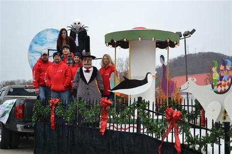 Christmas parade float themes |. Unique Ideas For Christmas Parade Floats : Christmas Float ...