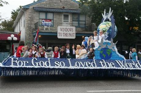 The following are some unique christmas parade float ideas. Pin by Jennifer Green on Parade Float Ideas | Christmas ...