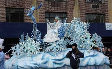 The original christmas story, the birth of baby jesus, can make for a perfect float theme (pictured above). SDC11700.JPG 1,600×983 pixels | Christmas parade floats ...