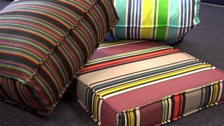 With fresh outdoor cushions, you can quickly update your patio furniture. Easy DIY Outdoor Cushion Covers