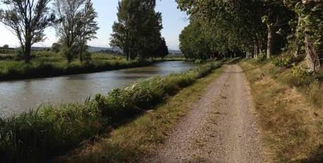 Canal du Midi towpath near Parazza