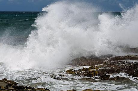 breaking waves on rocks at kilcunda beach