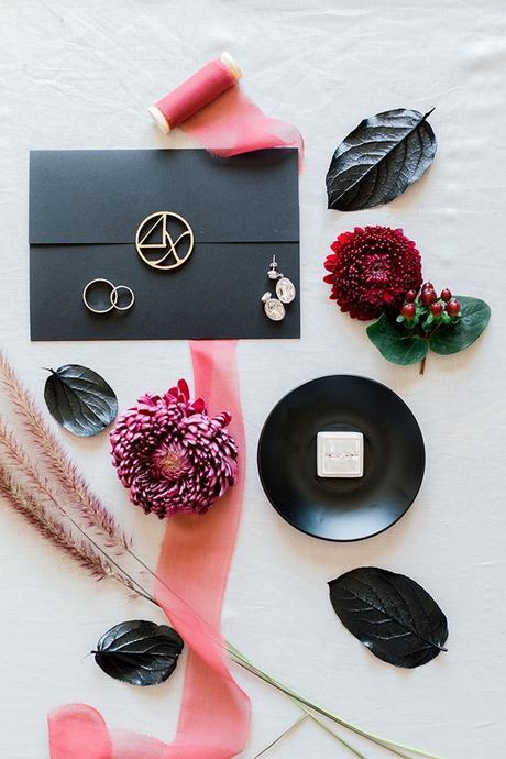 chic-moody-wedding-nicosia-llush-florals-modern-elements_06