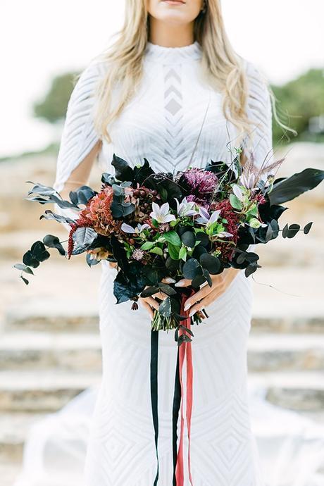 chic-moody-wedding-nicosia-llush-florals-modern-elements_05x