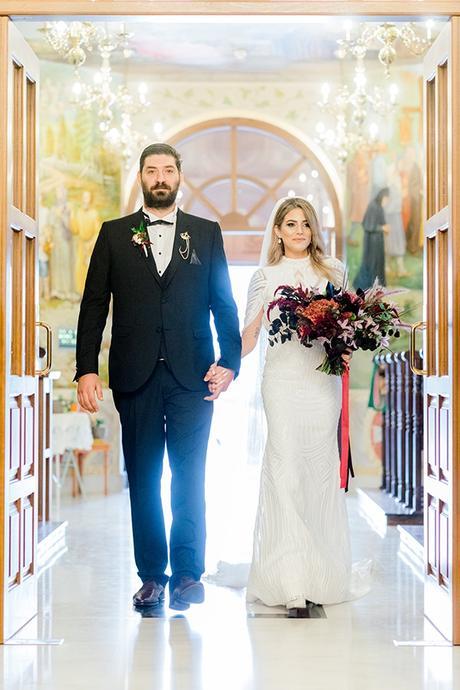 chic-moody-wedding-nicosia-llush-florals-modern-elements_19