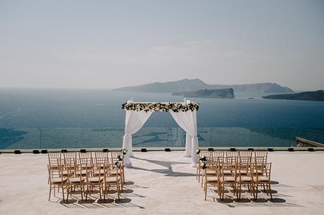 intimate-wedding-santorini-romantic-blooms-fairy-lights_09