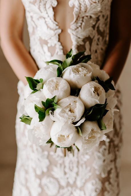 intimate-wedding-santorini-romantic-blooms-fairy-lights_07