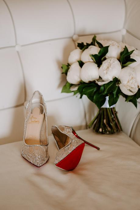 intimate-wedding-santorini-romantic-blooms-fairy-lights_04x