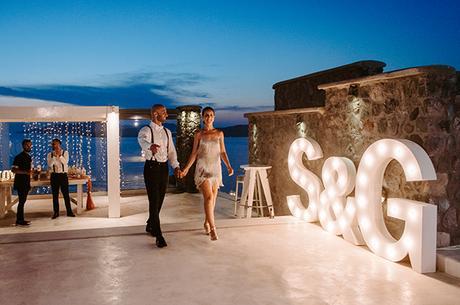 intimate-wedding-santorini-romantic-blooms-fairy-lights_34
