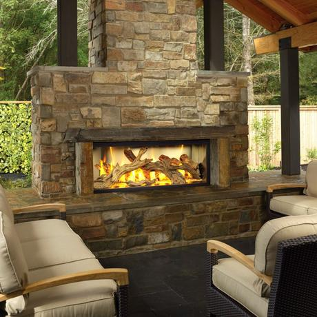 Outdoor stone fireplace makes your garden a cozy place ...
