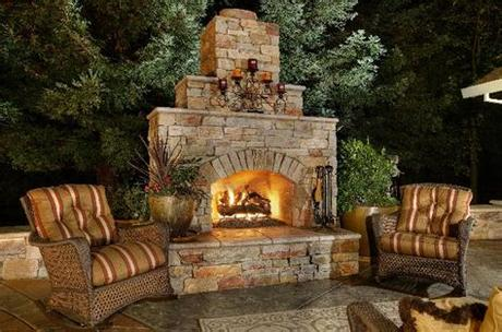 The outdoor stone fireplace is one of a number of outdoor living trends taking the home design world by storm, and with good reason. 10 Great functional Outdoor Stone Fireplaces