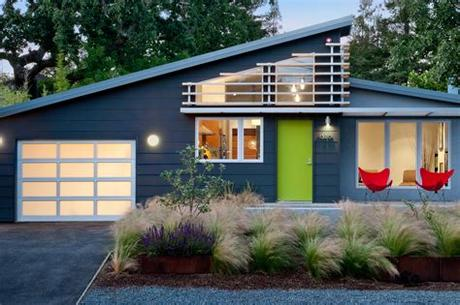 There are many options to weigh for outdoor lighting. Outdoor Lighting Ideas to Get a Warm Glow for Your Home's ...