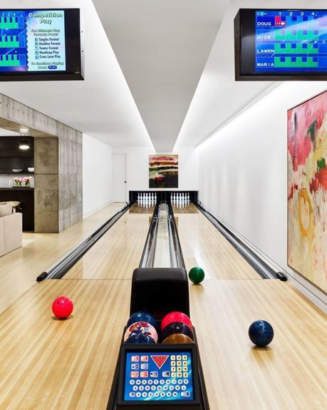 Maria Sharapova bowling alley