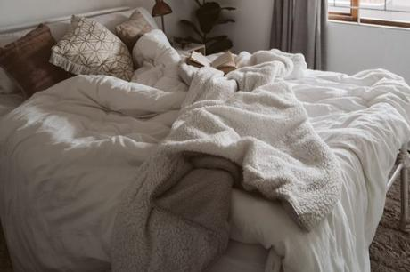 Tips to Choose The Right Comforter for a Restful Night's Sleep