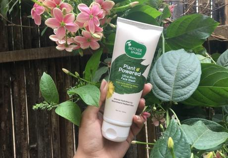 Top 11 Organic Face Washes in India for Glowing Skin