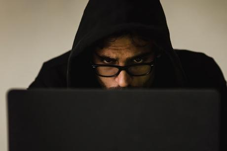 What is Online Fraud and How to protect yourself from these attacks?