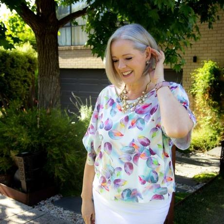 What to wear in hot and humid weather - linen and natural fabrics and styles that dont' cling