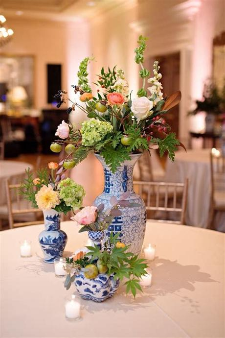 Hydrangeas are available in green, pink, white, burgundy, and. Blue and White Porcelain Vase Centerpieces   Blue vase ...