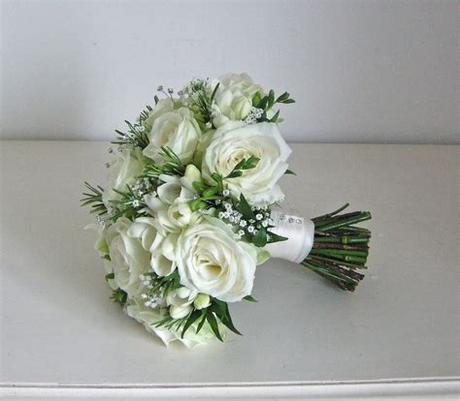 Such as in our collection of pictures of beautiful bouquets! Wedding Flowers Blog: Emma's green and white wedding ...