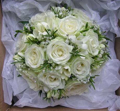 Pretty wedding flowers close up view background. Wedding Flowers Blog: Emma's green and white wedding ...