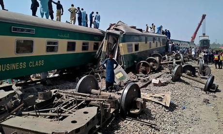 gory train accident in Pakistan  at Daharki in Sindh Province !