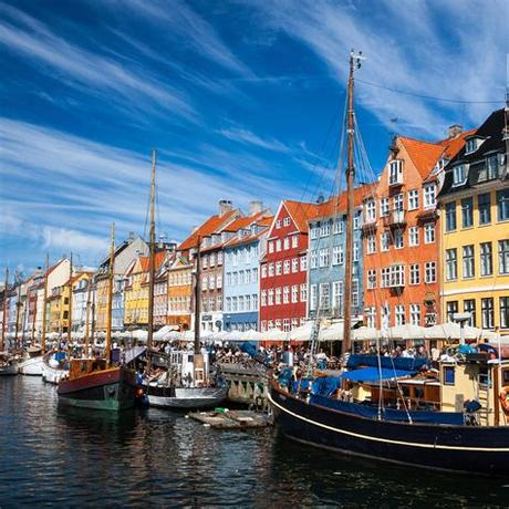 Enjoy and share copenhagen!visit copenhagen in 4k is a project meant to increase the popularity of this colorful and beautiful city among tourists. Dé citytrip: Kopenhagen