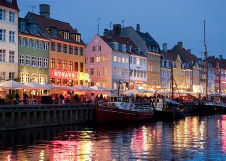 For the full list of restrictions applying in denmark please visit en.coronasmitte.dk. Kopenhagen | chrisheijmans.nl