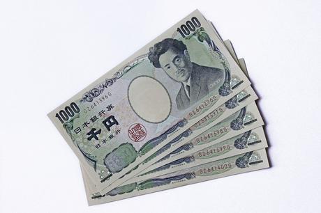 Japanese Yen Weakens as Economic Outlook Worsens