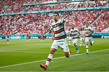 Ronaldo flips Coca-cola - shares come tumbling down !