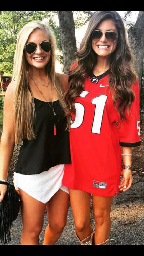 @sororitystylemagazine | Football outfits, Gameday outfit ...