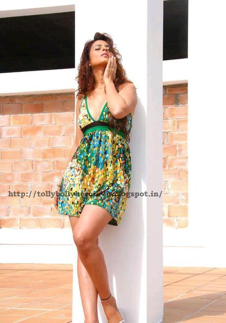 Anjana Sukhani - Hot n Sexy Pics