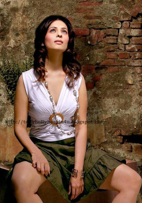 Anjana sukhani sexy pictures