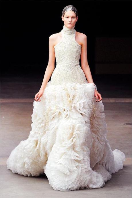 Ultimate wedding dress alexander mcqueen paperblog for Alexander mcqueen dress wedding