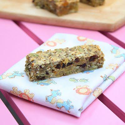 Dried fruits and seeds bars