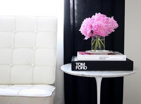 vignette: pink peonies on the Saarinen table