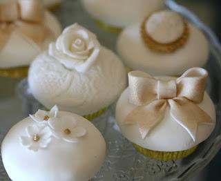 Wedding Dessert Table Feature by Cupcake - Paperblog