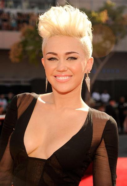Miley Cyrus VMA  awards celebrity style ugly hair mn the laws of fashion minnesota stylist personal shopper must have trends