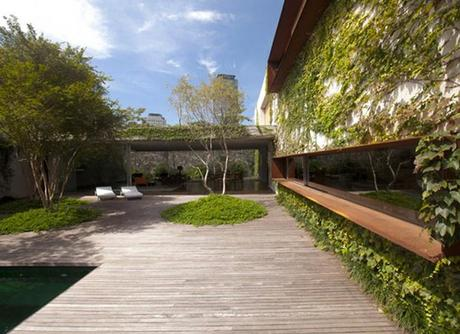Chimney House in Sao Paulo by Marcio Kogan