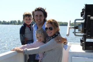 Justin Trudeau and Sophie Gregoire Trudeau with kids family