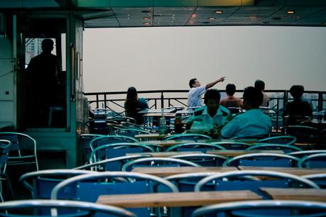 Ch_guanzhou_pointing_man_ferry_img_6127