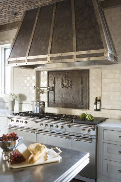 Renovating a kitchen with a custom range hood paperblog for Kitchen zinc design