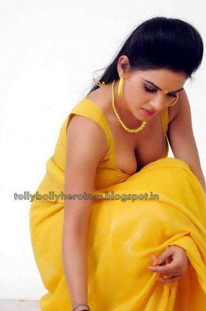[Image: kavya-dropping-saree-very-hot-pics-L-cfAi4K.jpeg]