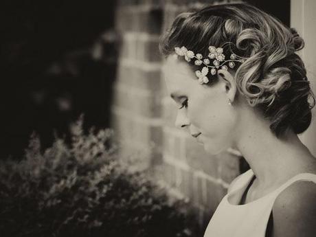 Hint of vintage wedding ideas (9)