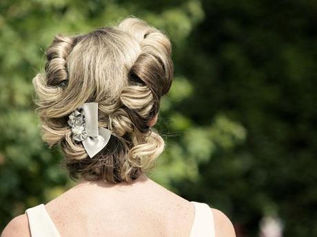 Hint of vintage wedding ideas (2)