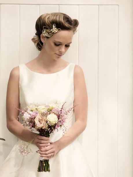 Hint of vintage wedding ideas (7)