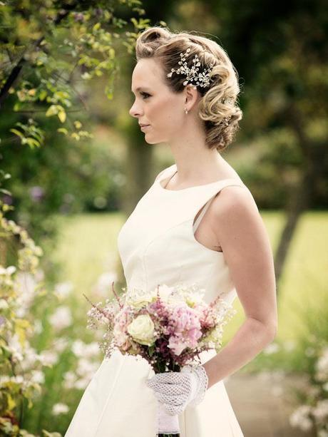 Hint of vintage wedding ideas (4)