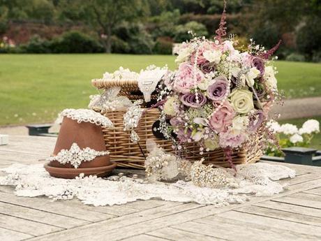 Hint of vintage wedding ideas (8)