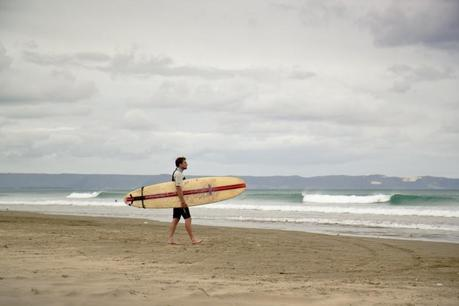 Nz_ninetymile_beach_surfer_img_4601-800x533